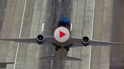 Watch this near-vertical Takeoff of the Boeing 787-9 Dreamliner.