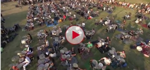 1000 Musicians Playing Foo Fighters Learn to Fly. Watch to learn the reason why. Amazing!