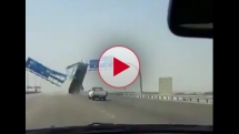 Truck Crashes into a Highway Sign in Saudi Arabia LOL